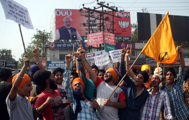Sikhs protest desecration of Guru Granth Sahib