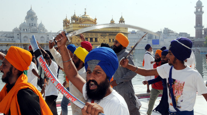Clash at Golden Temple after peaceful Bluestar anniversary