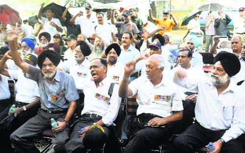 'Born to battle' batch joins OROP protest
