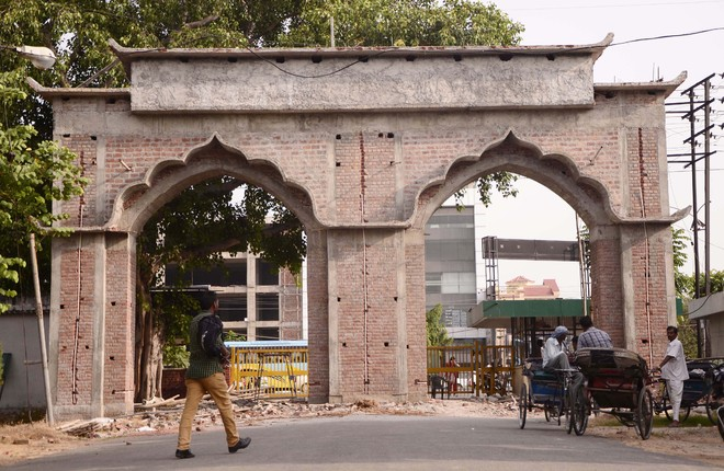 Local architects disapprove structural design of pau gate for Local architects