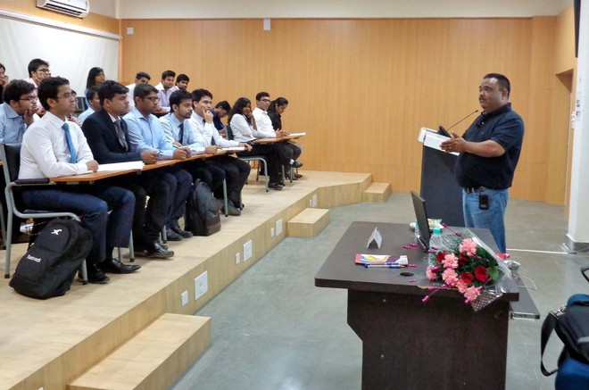 Expert asks IIM students to improve emotional, intelligence quotients