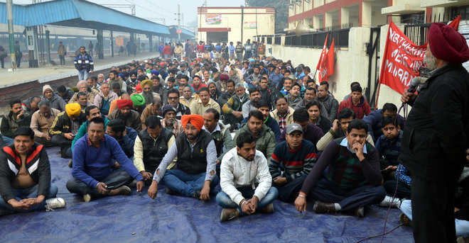Railway employees protest 7th Pay Commission's recommendations