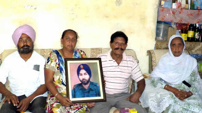 Families of Indo-Pak war heroes live in hope