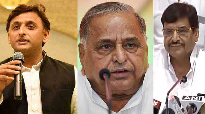 SP feud: After CM Akhilesh sacks Shivpal from Cabinet, Mulayam expels gen secy
