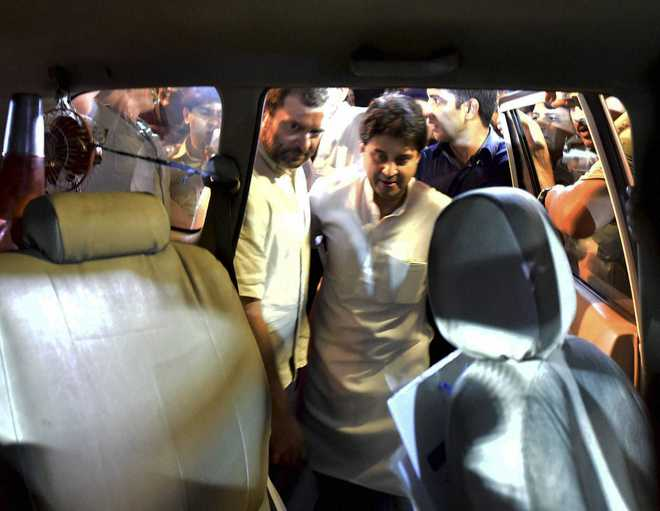 Ex-servicemen's suicide: Police prevent Rahul from marching to India Gate