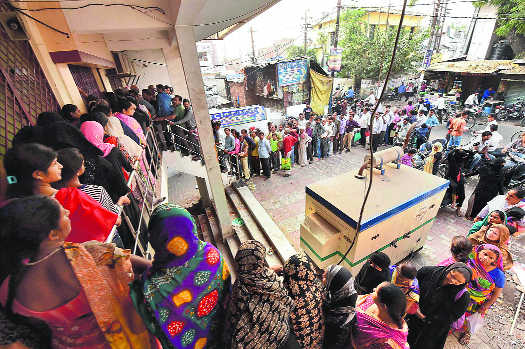 Day 3: Queues outside banks grow longer