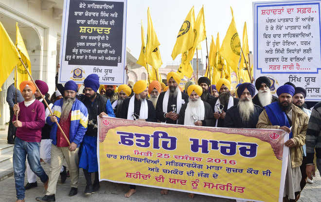 'Panj Pyaras' take out march against drugs, slam Sukhbir