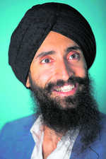 Turban row: Airlines says sorry to Sikh actor