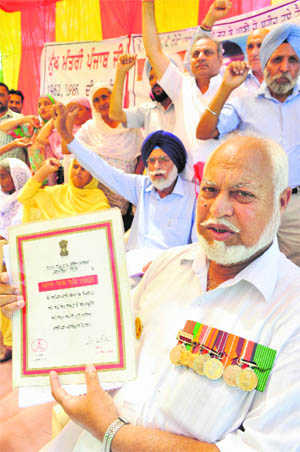 After a long wait, war widows, families sit on dharna