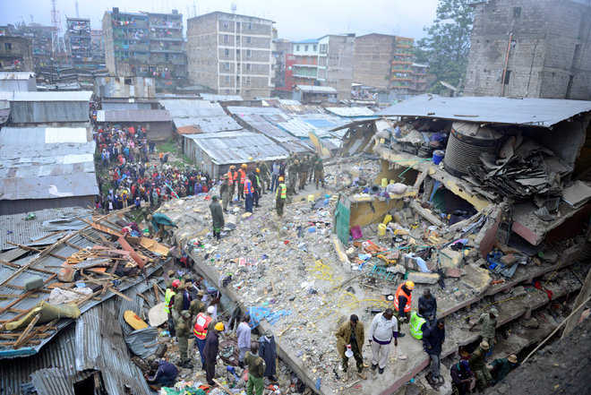 6-storey building collapses in Nairobi floods, 17 dead