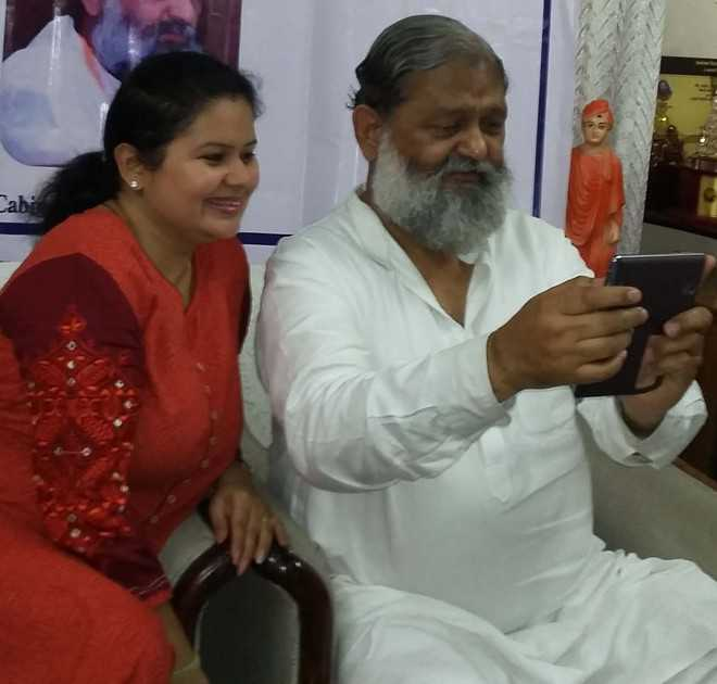 Vij launches online 'Selfie with Daughter' museum