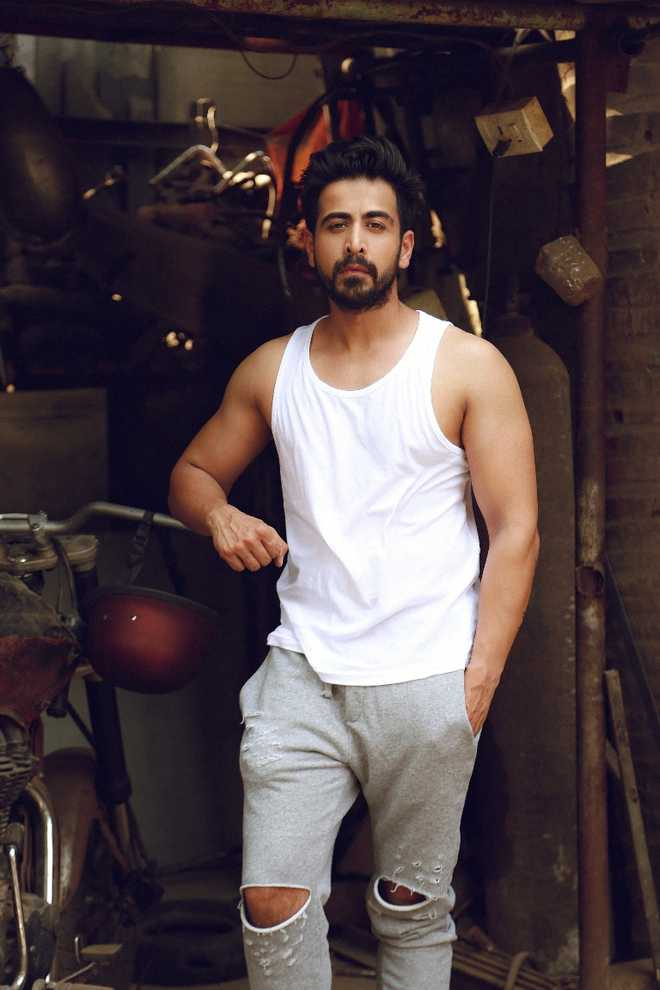 5 Questions With :   Dishank Arora, TV actor who is currently busy with popular show Balika Vadhu