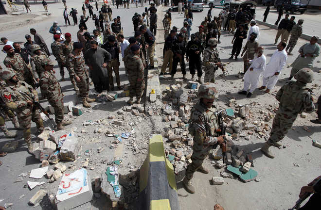 14 injured as roadside bomb targets judge's police escort in Pak's Quetta