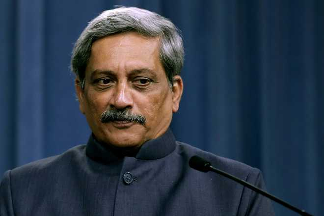 Parrikar overlooks Services' objections to implement pay panel recommendations