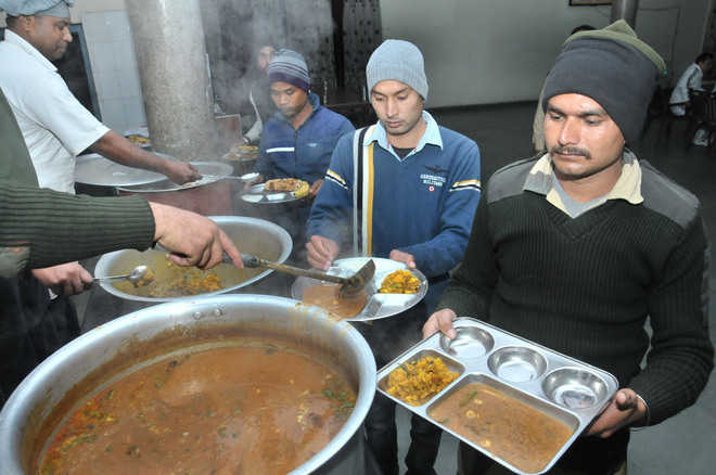 Many BSF jawans extend support to Yadav on food quality