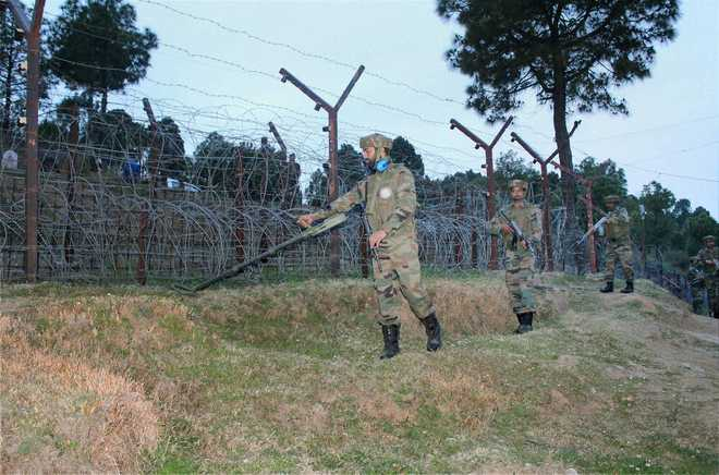 Army foils infiltration bid on LoC, 2 terrorists killed
