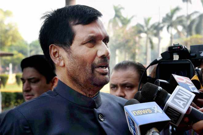 Service charge on food, drinks unfair trade practice: Paswan