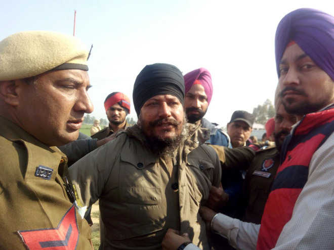 Shoe hurled at Badal  in Lambi, CM unfazed