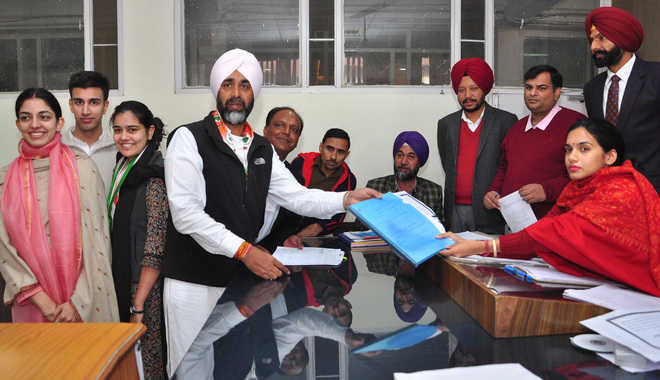 Manpreet files nomination papers on Day 2