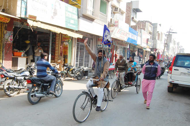 BSP leader comes on bicycle for nomination