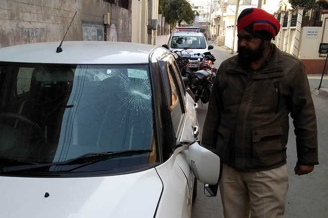 Windowpanes, windscreens of four cars found smashed in past two days