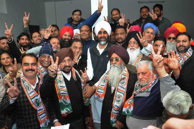 Blow to SAD as senior leaders join Congress