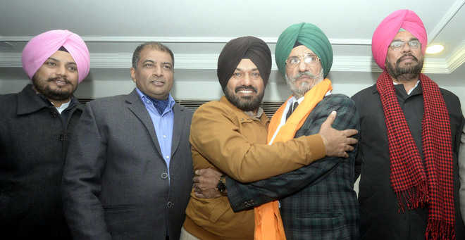Former SAD district chief joins AAP