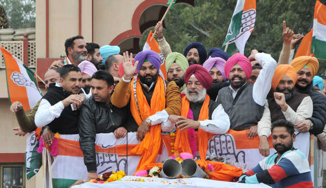 Cong nominee for Lok Sabha by-election arrives in city to a warm welcome