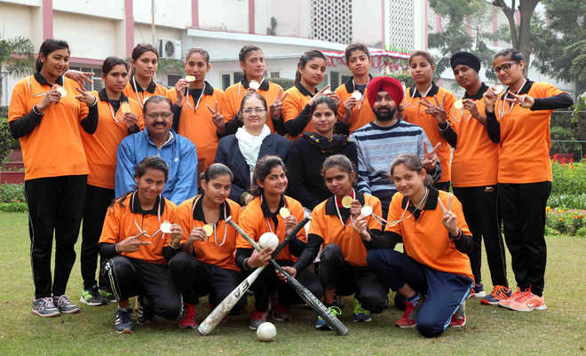 City college eves win softball tourney