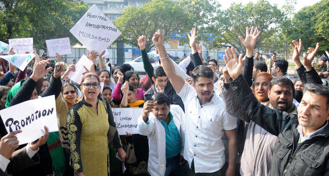 GMCH-32 nursing staff hold protest over pending demands
