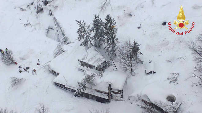 Many feared dead as avalanche buries Italian hotel