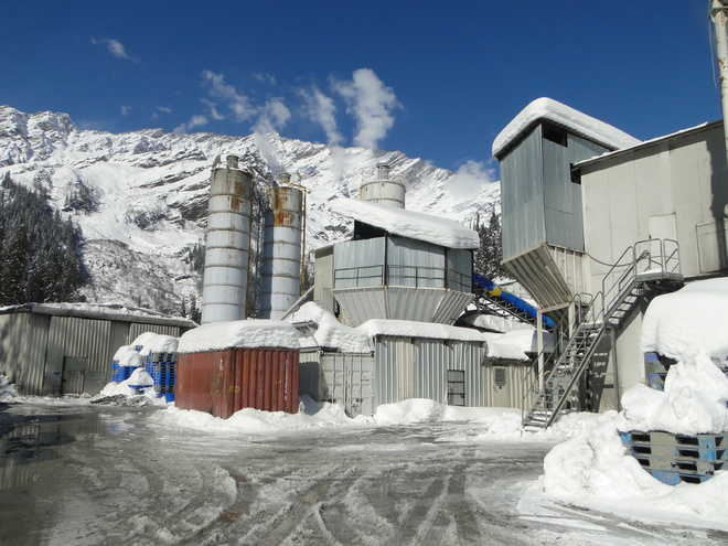 Despite thick snow, Rohtang tunnel work goes on