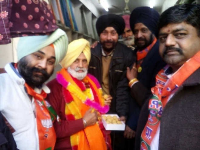 SAD-BJP candidate from Khanna meets shopkeepers