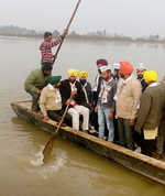 AAP candidates taking to boats, climbing hillocks to reach voters