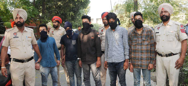 Two gangs of robbers busted, five arrested