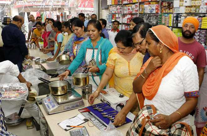 Sale of cars, utensils goes up on Dhanteras