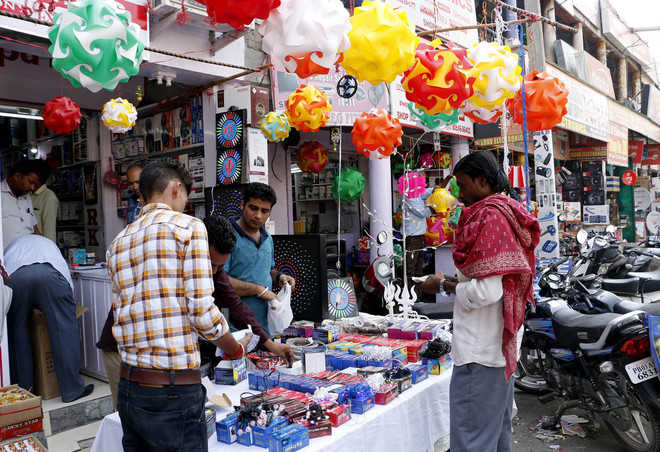 Chinese lights leave few takers for earthen diyas