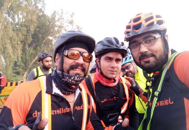 Pedallers ride 612 km in 40 hrs