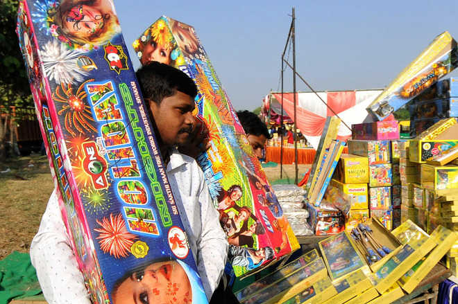 On Day 2, cracker sales up, traders pin hope on D-day