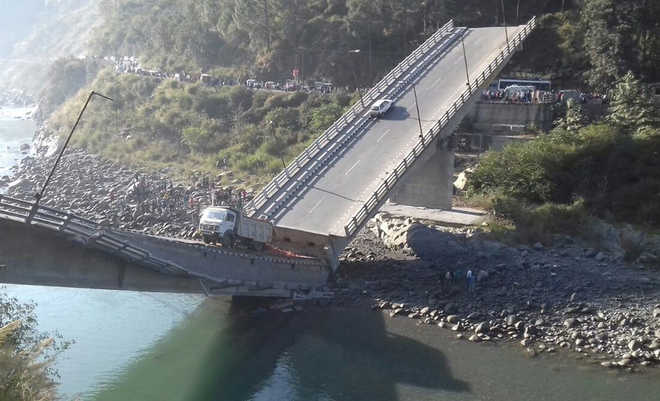 6 people injured as bridge collapses in Himachal's Chamba
