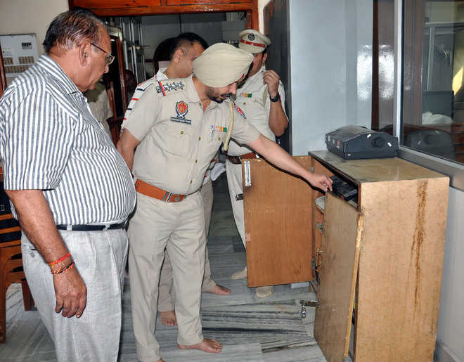 Rs 7 lakh stolen from Durgiana Temple