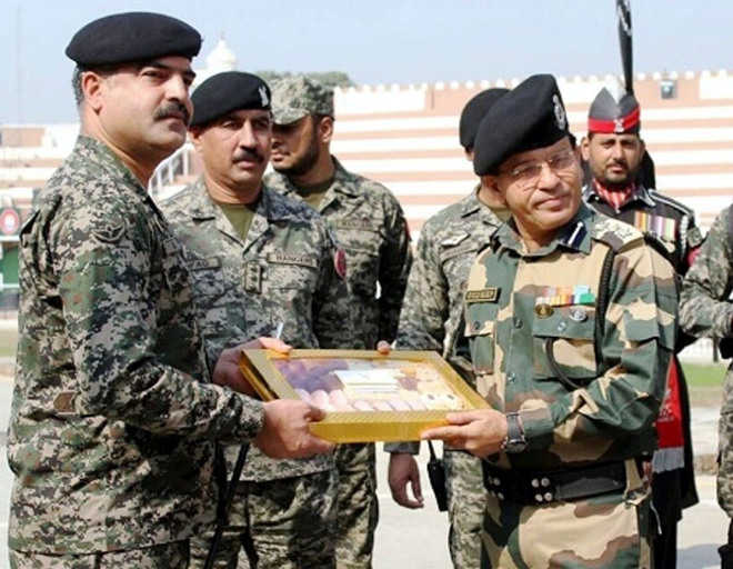 BSF offers sweets to Pakistan Rangers