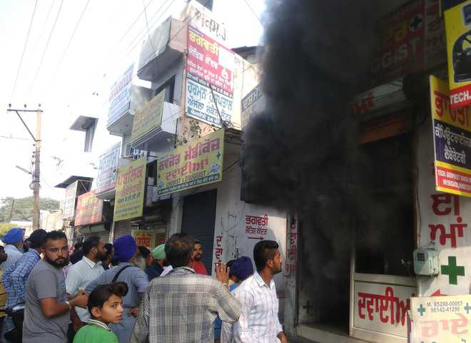 Goods worth  Rs  1 lakh gutted in medical store