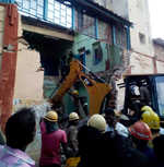 8 killed as portion of TN transport corporation's building collapses