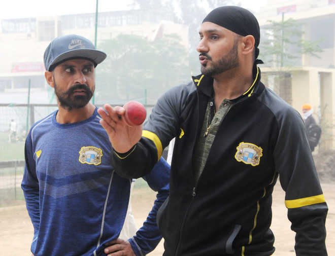 Harbhajan joins nets with teammates
