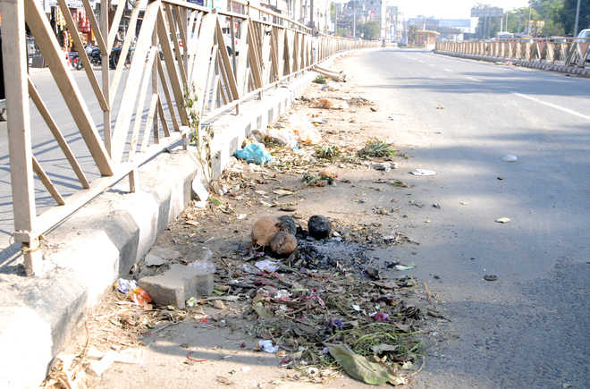 BRTS lane near rly station looks like dumping site