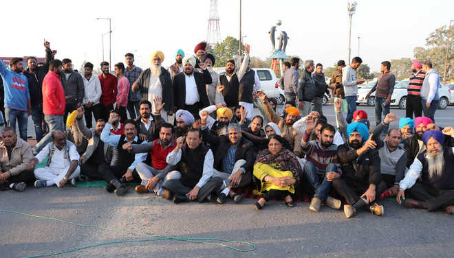 SAD workers block roads in district