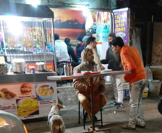 Illegal food kiosks promote liquor trade, cause traffic jams