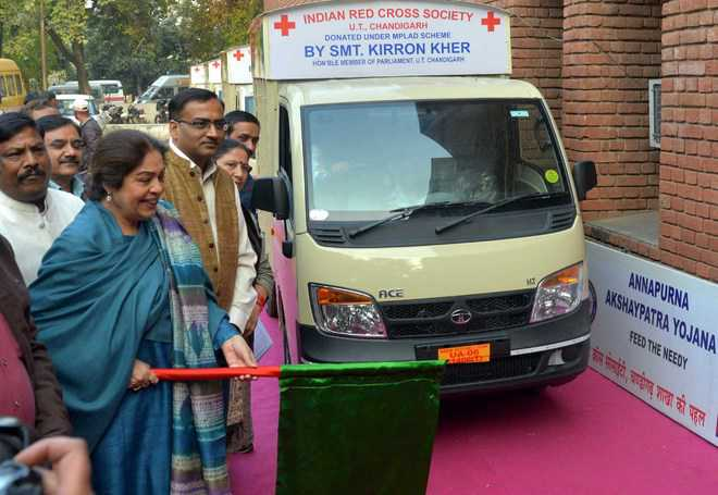 Kirron flags off 4 Annapurna vans