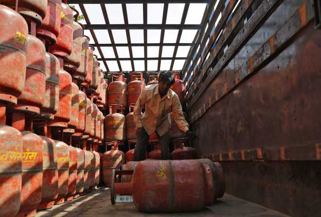 After Rs 76.5/cylinder hike, oil cos skip LPG price revision